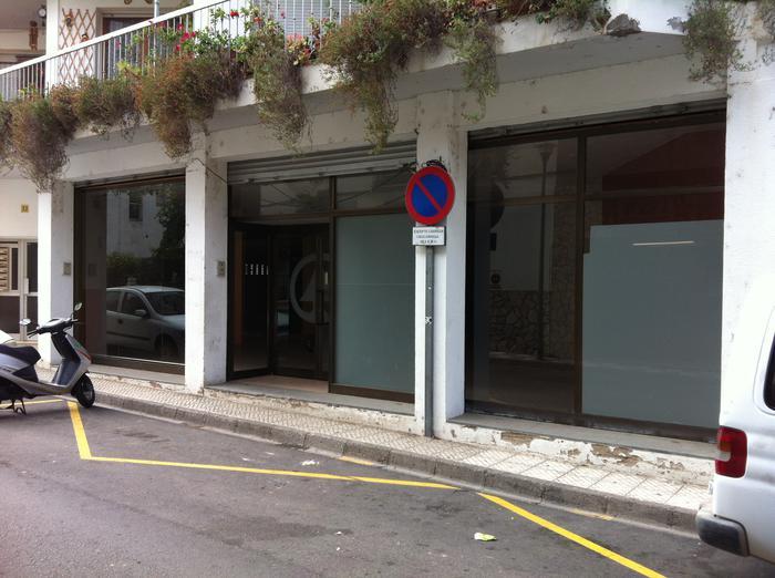 Local comercial -                                       Llança -                                       0 dormitorios -                                       0 ocupantes